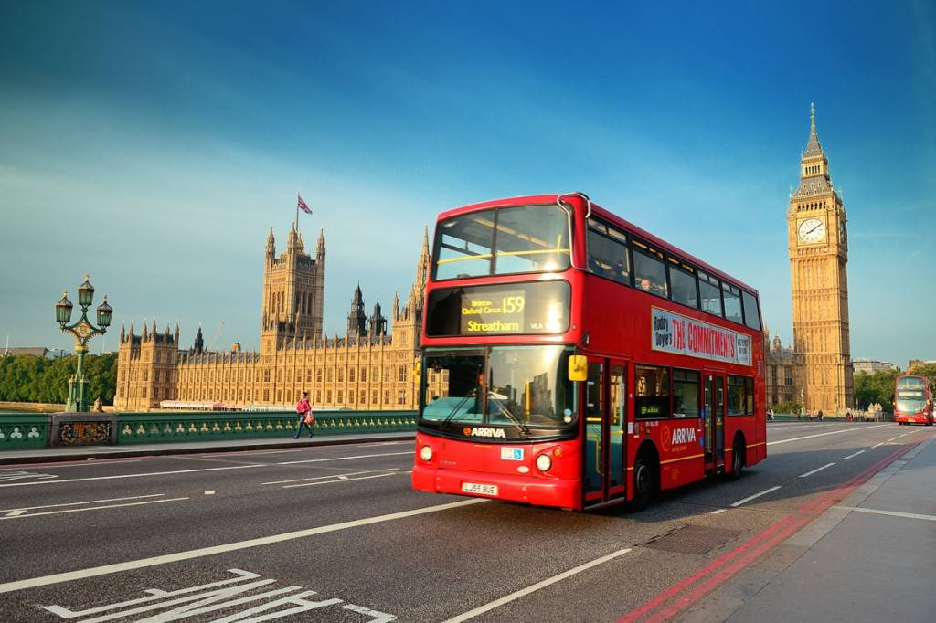 Londra vista Westminster Palazzo Houses of Parliament Big Ben due piani bus 1024x682
